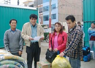Verificando la ayuda que se lleva a Pisco