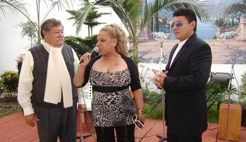 El  periodista Aníbal Morales, la cantante Lucia de la cruz y Ivan Briceño