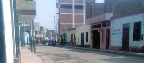 Vecinos de la Huaquilla en contra de la construcción de un edificio en complejo deportivo.