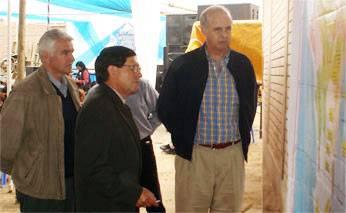 Presidente de la  Junta de Usuario Marcial Vega y el Ministro de Agricultura, Ing. Ismael benavides Ferreyros