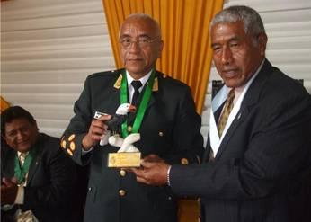 Director PNP recibe un presente de parte del alcalde de Huaral
