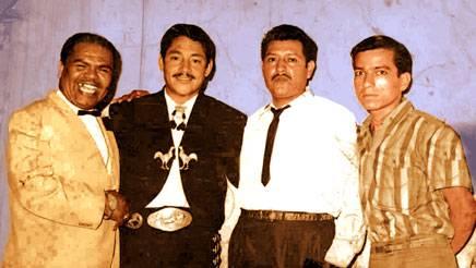 Romulo Varillas (Embajadores  Criollos), El mexicano Javier Solís (cantante de boleros), Anibal Morales, Félix Pasache (compositor). Foto: 1967 (Guayaquil)