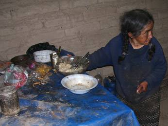 Viviendo en condiciones infrahumanas (Paola Tarazona de 73 años)