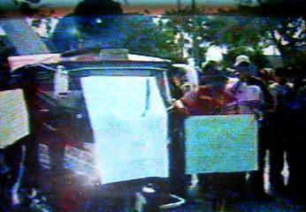 Mototaxistas exigian la destitucion del funcionario Luis Mora.