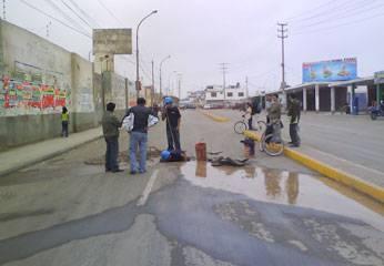 Personal de Emapa Huaral trabajando.