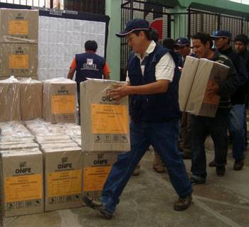 Elecciones 2014: ONPE inicia despliegue de material electoral por todo el país