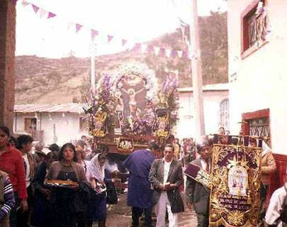 Feligresía de Santa Cruz de Andamarca, restauran efigies robadas del Señor de los Milagros.