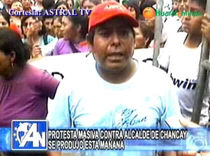 De ¡ALCALDE MENTIROSO!! tildan pobladores de Chancay a Juanelo en protesta