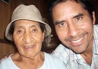 Homenaje a la madre del escritor  Julián Rodríguez y a todas las madres huaralinas