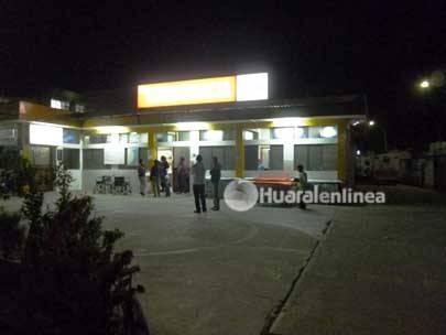 Sujeto vestido de mujer logra evadir autoridades del Hospital de Huaral