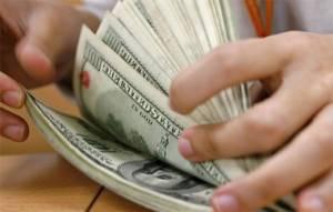 MEF prevé que dólar bajará y cerrará el año en S/. 2.81