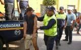 Delincuentes roban borrachos y policía los captura en el acto.