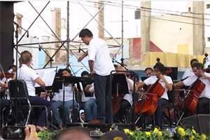 """VIDEO: Sinfónica tocó tema de """"Star Wars"""" en plaza de armas de Huacho."""