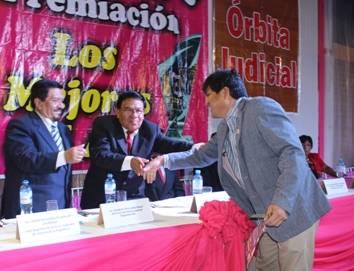 Radio Latidos 94.7 recibe premio del diario regional ASÍ como el Mejor del 2014 en Huaral