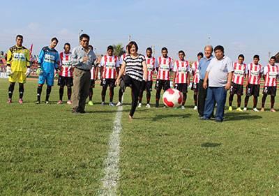 Ana Kobayashi asistió a la presentación del equipo del Club Unión Huaral Temporada 2015