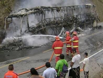 Integrantes Grupo 5 salvaron de morir tras incendiarse su bus en Olmos  VIDEO Y FOTOS Huaralenlinea.com