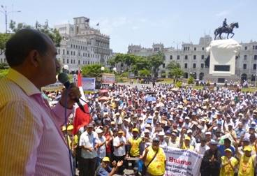 Democracia directa presenta a líder de los fonavistas como candidato a la presidencia