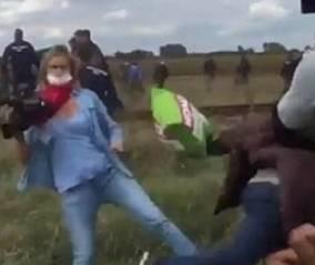 La reportera húngara que pateó a refugiados podría afrontar hasta 7 años de cárcel