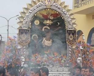 Hoy es la segundada salida de la imagen del Señor de los Milagros de Huaral