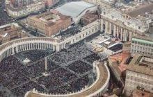 La Iglesia católica prohíbe esparcir las cenizas de los difuntos o tenerlas en casa
