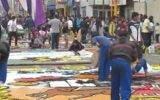 Sobre alfombras de flores transitará hoy la imagen del Señor de los Milagros
