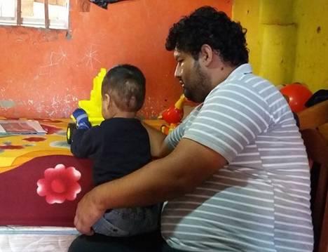 Huacho Niñito  pierde extremidades tras ingerir excremento de gato
