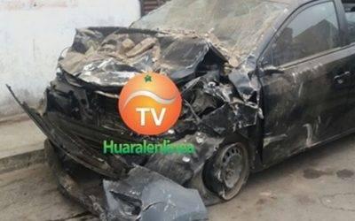 Tres heridos al chocar auto contra una pared en Huaral (Video)