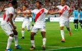Perú ganó 2 a 1 a Uruguay con harto corazón y coraje