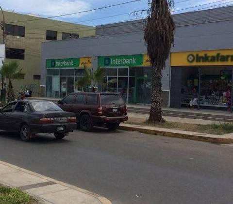 Policía atrapa a 4 presuntos asaltantes al interior del  Interbank de plaza vea en Huaral