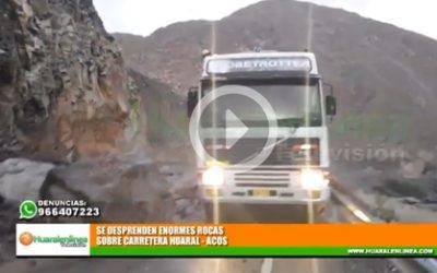 Por lluvias, se desprenden enormes rocas sobre carretera Huaral – Acos