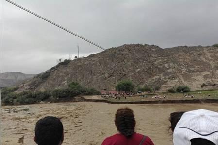 Puente colapsa en Macas-Canta y deja aislados sin alimentos