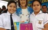 Alcaldesa Anita Kobayashi en apoyo a la educación entrega 197 libros de consulta a la institución educativa Los Naturales