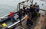 En Huacho rescatan a siete tripulantes de embarcación varada desde hace diez días