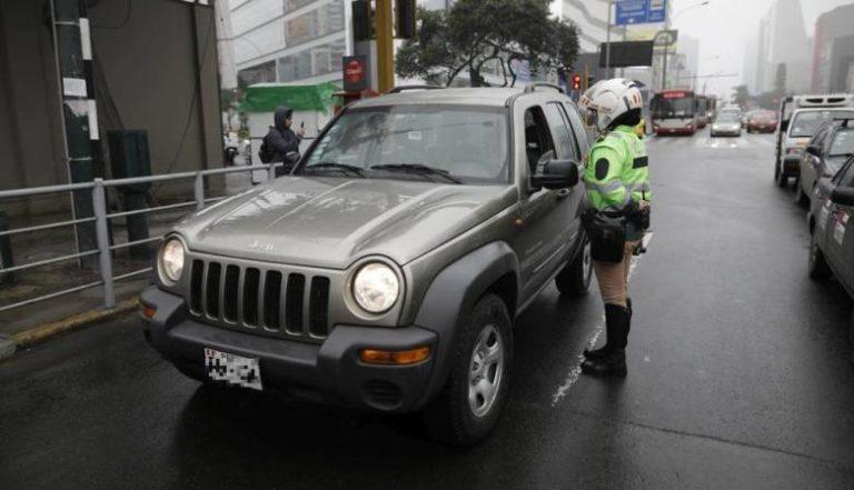 Hay multas: Autos particulares no podrán salir los días 24, 25 y 31 de diciembre ni el 1 de enero